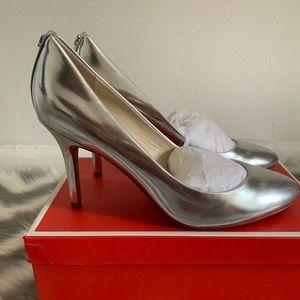 Coach Nala mirro metallic silver pump size 7